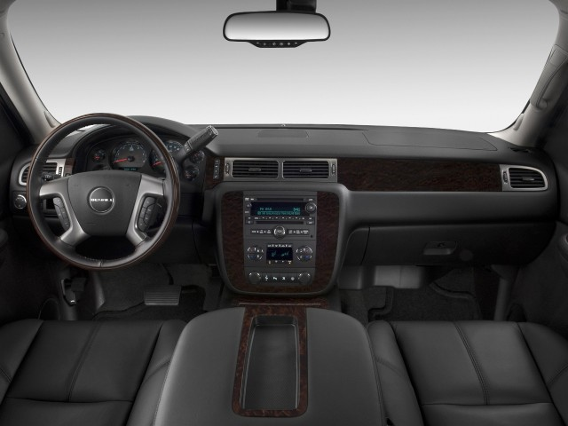 ���� 2012 ���� 2012 ���� 2011-gmc-yukon-2wd-4-door-1500-denali-dashboard_100335474_m.jpg