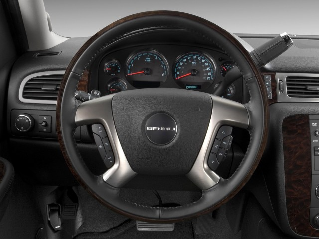 ���� 2012 ���� 2012 ���� 2011-gmc-yukon-2wd-4-door-1500-denali-steering-wheel_100335463_m.jpg