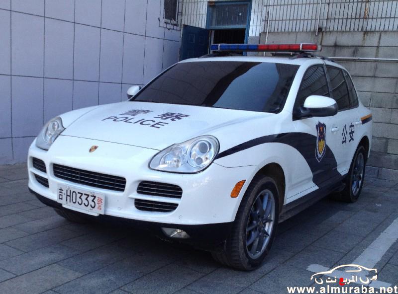 """الشرطة الصينية تستخدم """"بورش كايين"""" الجديدة لتليق السيارة برجل الشرطة لديها والوصول الاسرع للحدث"""
