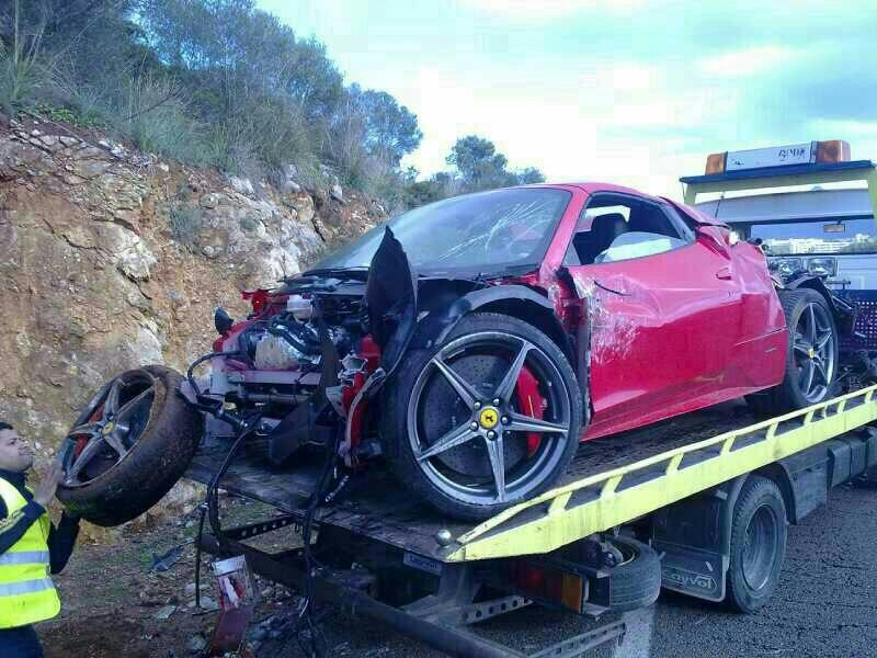 السيارة أثناء إزالتها من الطريق