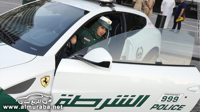 """""""بالصور"""" الشرطة النسائية في مدينة دبي تتسلم سيارات فيراري لضبط امن الطرق"""