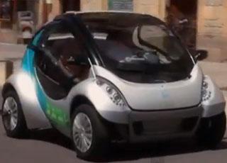 """""""فيديو"""" اخترع سيارة كهربائية قابلة للطي لحل مشاكل الزحام والتلوث في مدن العالم الكبرى"""