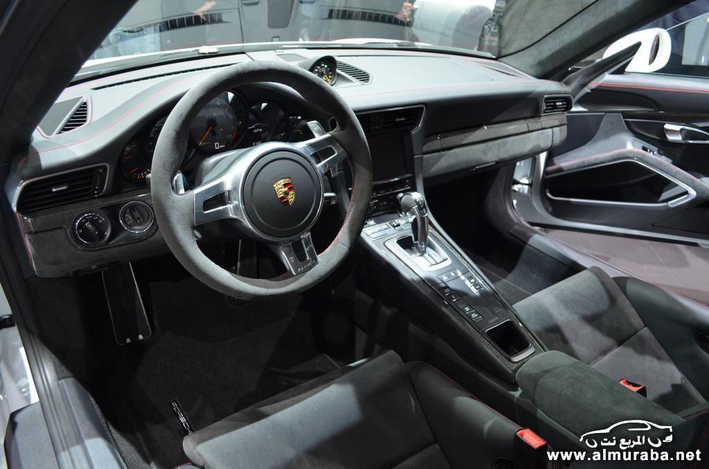 بورش 911 جي تي ثري الجديدة من الداخل