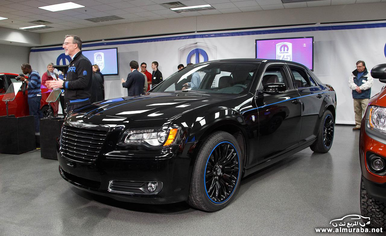 2014-Chrysler-300-SRT-Black