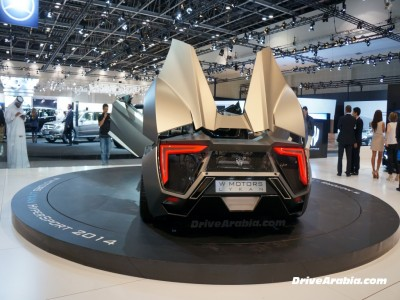 أول ظهور للسيارة الخارقه لايكان الرياضية فى معرض دبي الدولي للسيارات