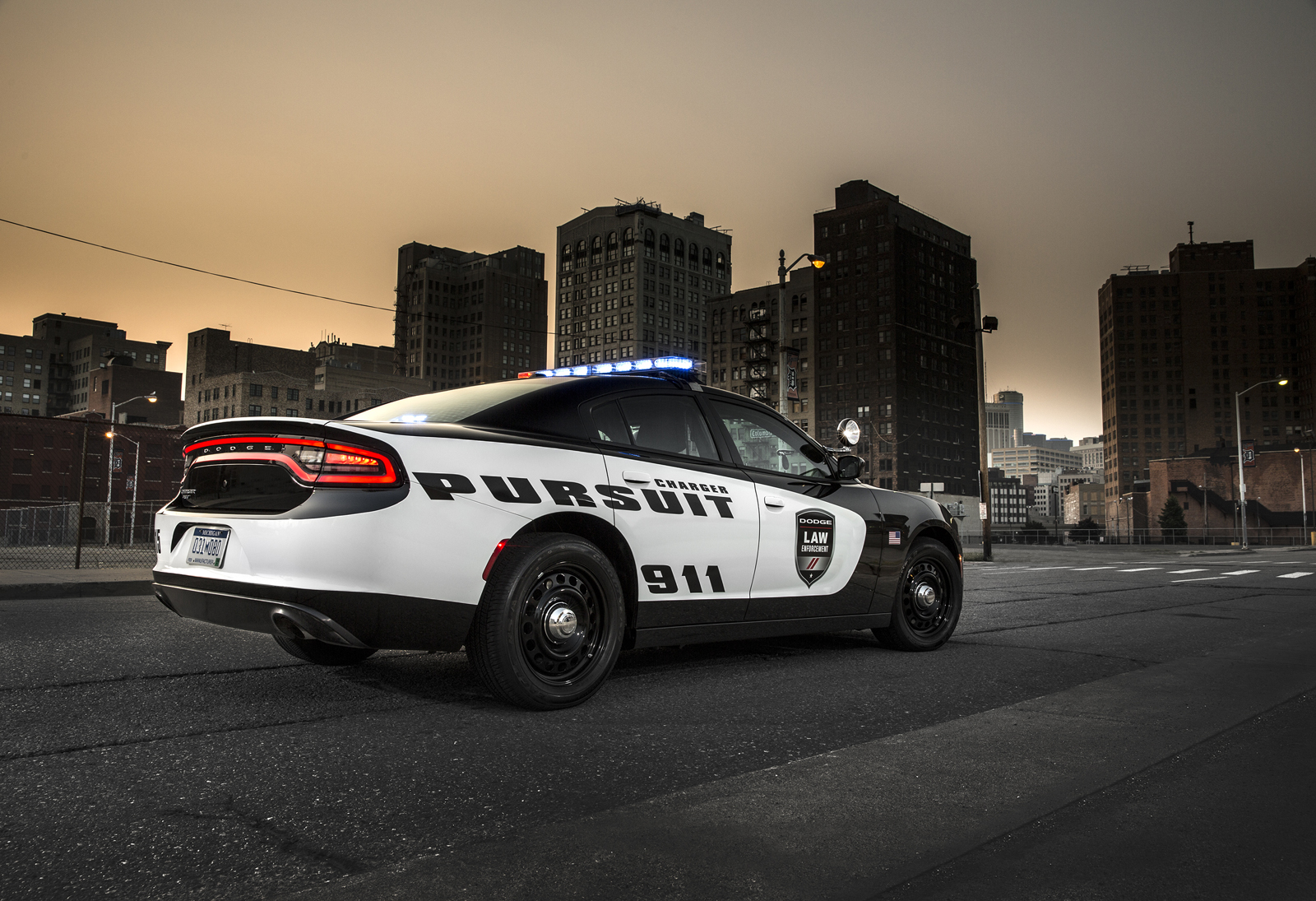 2015-Dodge-Charger-Pursuit-4