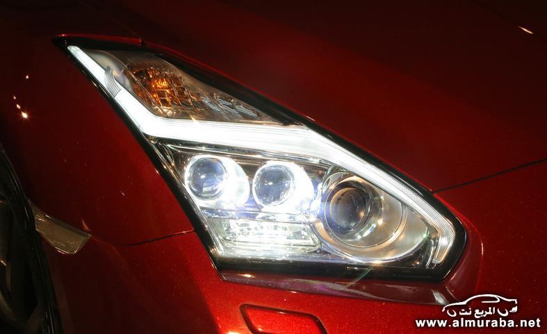 2015-nissan-gt-r-headlight-photo-554360-s-787x481