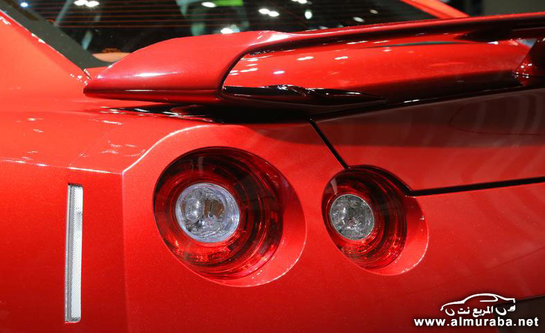 2015-nissan-gt-r-taillights-photo-554361-s-787x481
