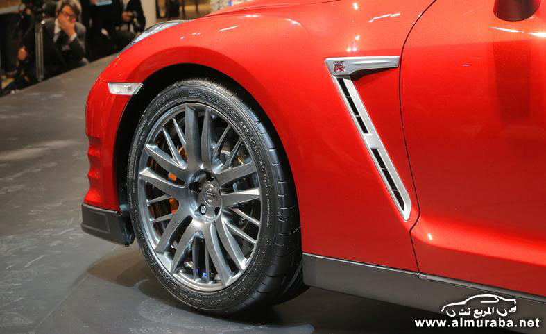 2015-nissan-gt-r-wheel-and-fender-vent-photo-554357-s-787x481
