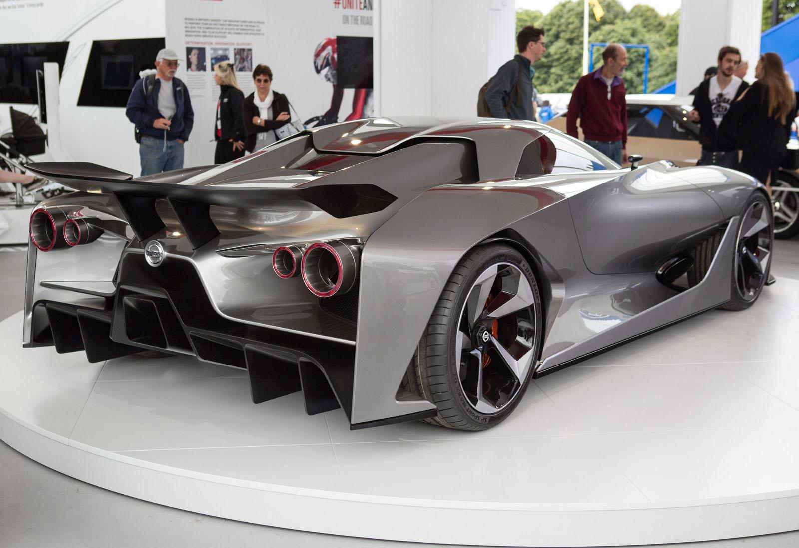 نيسان جي تي ار 2018 الجديدة القادمة تكشف عن قوتها الحقيقة في تقرير سريع Nissan GT-R | المربع نت