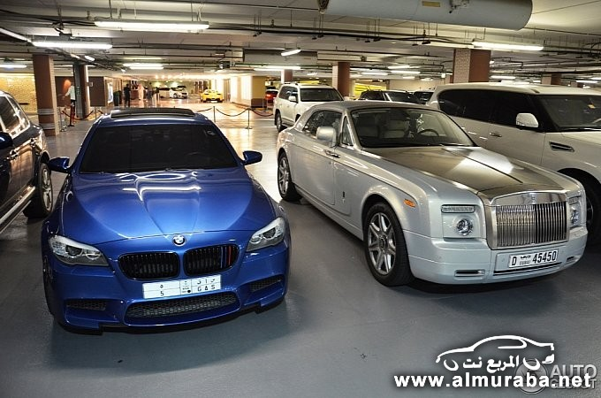 bmw-m5-poses-next-to-rolls-royce-phantom-coupe-in-dubai-medium_4