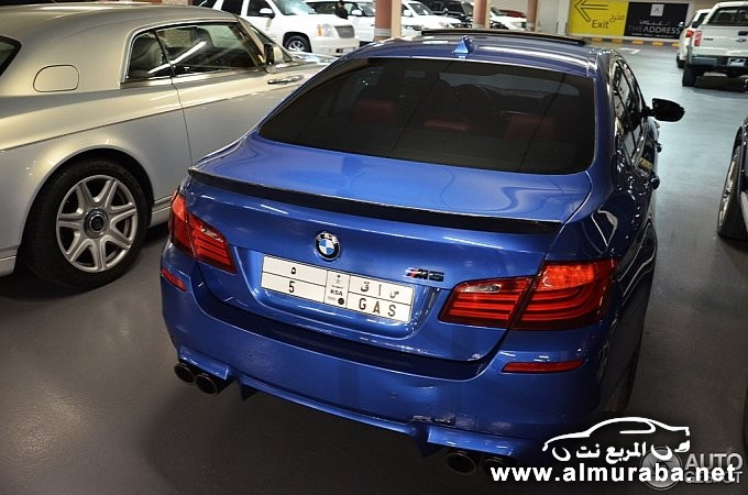 bmw-m5-poses-next-to-rolls-royce-phantom-coupe-in-dubai-medium_5