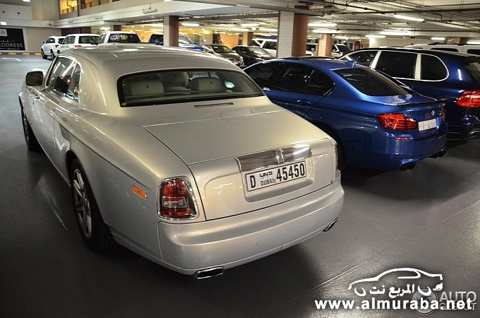 bmw-m5-poses-next-to-rolls-royce-phantom-coupe-in-dubai-medium_6