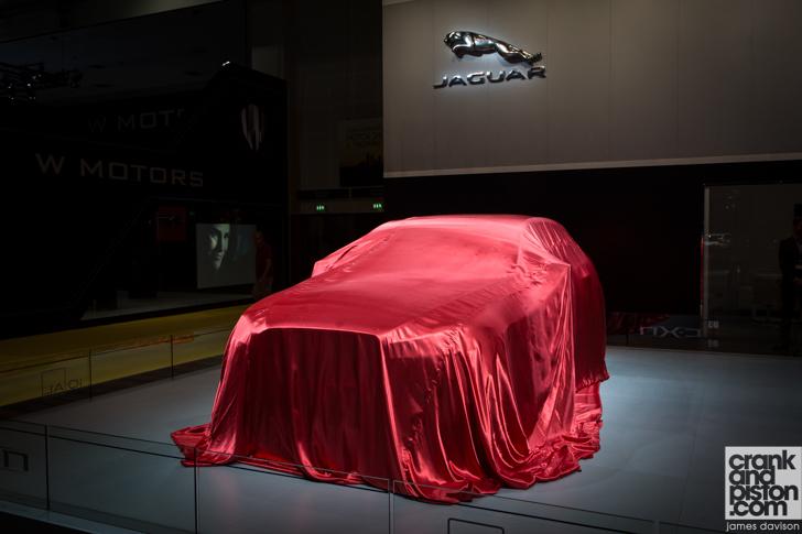 """""""بالصور"""" من داخل جناح جاكوار ولاند روفر 2014 وعرض سيارتهم الجديدة Jaguar Land Rove   المربع نت"""
