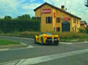 """""""بالصور"""" أول سيارة فيراري Ferrari LaFerrari 2014 صفراء"""