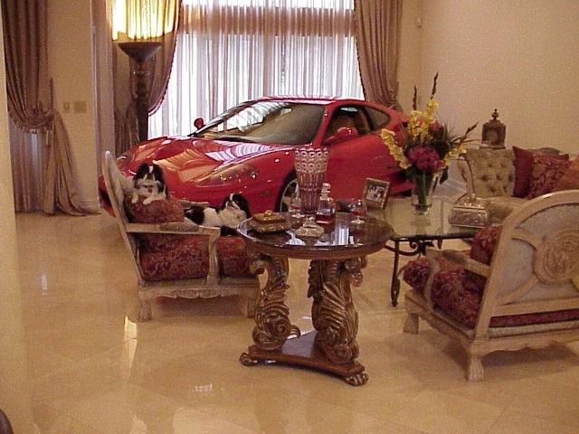 """""""بالصور"""" خليجي يشتري سيارة فيراري ليضعها قطعة أثاث في المنزل!   المربع نت"""