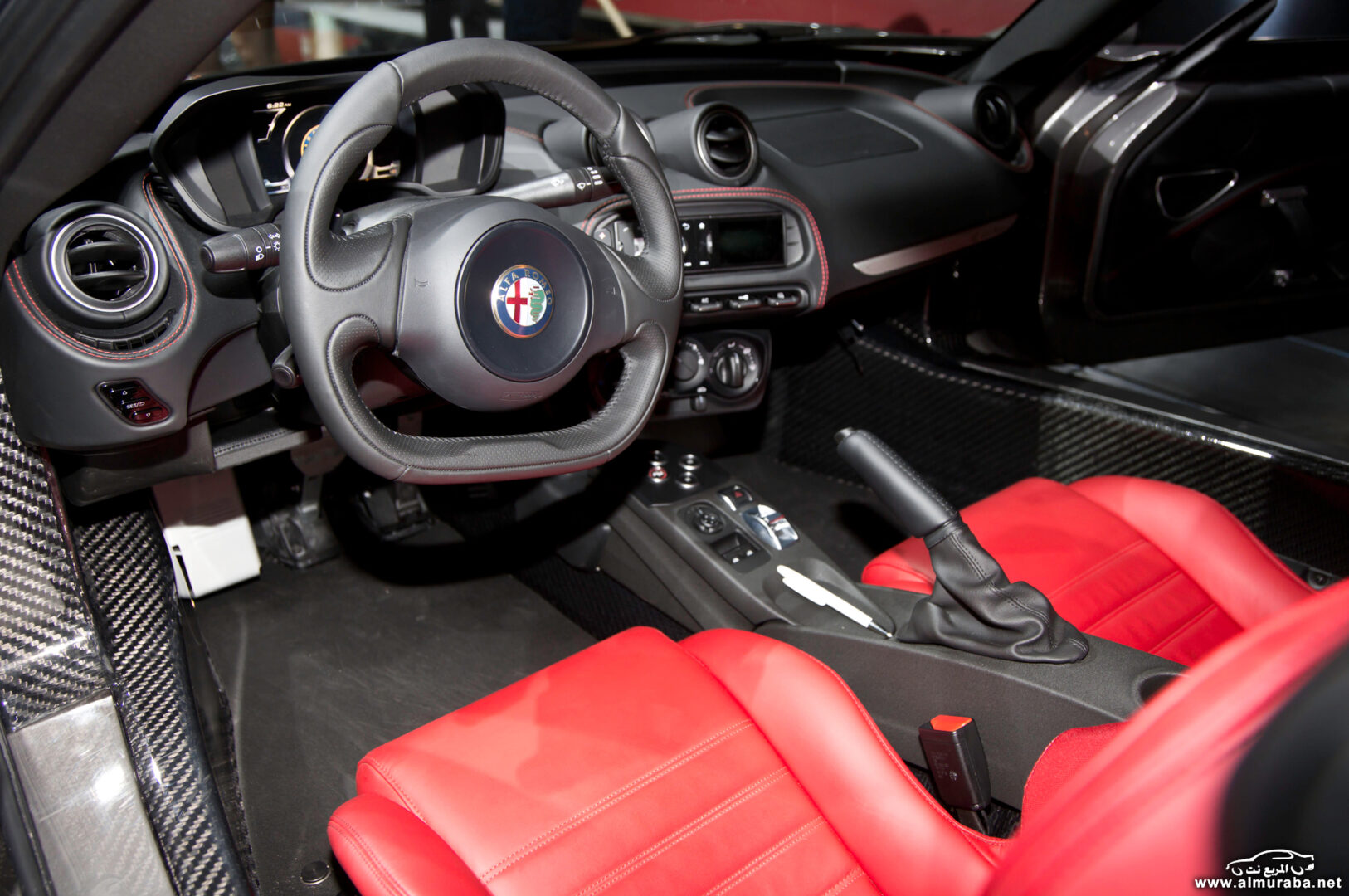 http---image.motortrend.com-f-wot-1404_2015_alfa_romeo_4c_launch_edition_arrives_this_june-72848109-2015-Alfa-Romeo-4C-Launch-Edition-interior-02