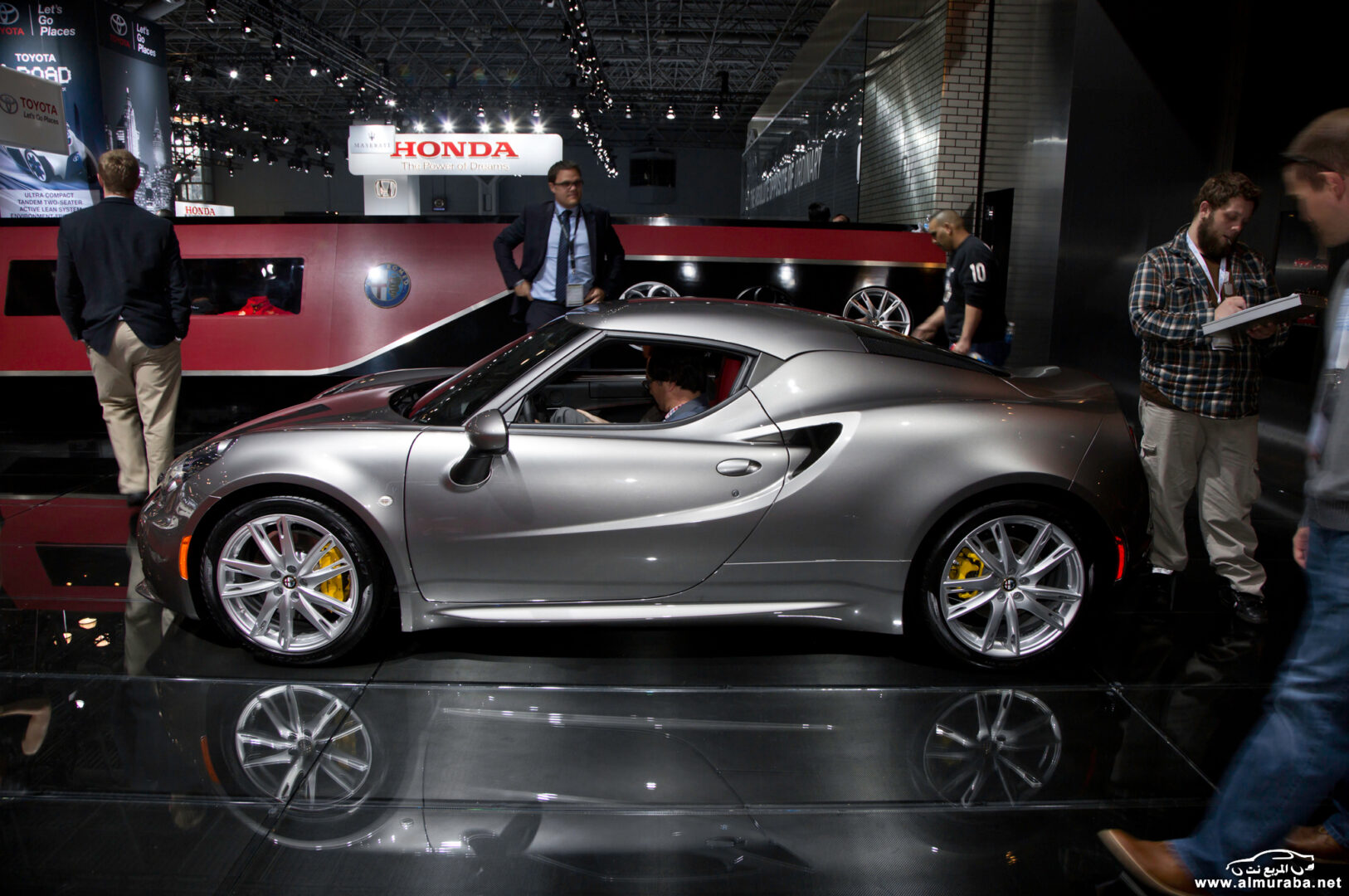 http---image.motortrend.com-f-wot-1404_2015_alfa_romeo_4c_launch_edition_arrives_this_june-72848130-2015-Alfa-Romeo-4C-Launch-Edition-side-02
