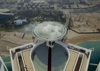 """""""فيديو"""" سيارة ريد بول F1 تقوم بالتفحيط فوق برج العرب في مدينة دبي F1 Burj Al Arab"""