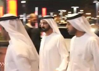 """""""فيديو"""" شاهد موكب حاكم دبي الشيخ محمد بن راشد انثاء ذهابه الى دبي مول بسيارته المرسيدس"""
