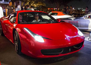 """بالصور """"تغطية"""" تجمع سيارات وقهوة لأصحاب السيارات الفاخرة والمعدلة في مدينة جدة بالمملكة السعودية"""