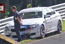 """""""بالفيديو"""" بي ام دبليو M5 تاكسي تصطدم بقوة في حاجز حلبة نوربورغرينغ الالمانية"""