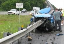 """""""بالصور"""" حادث مروع لسيارة دودج الامريكية يجعل حاجز حديدي يخترق السيارة بالكامل"""