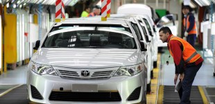 """""""وزارة التجارة"""": استدعاء 320 ألف سيارة تويوتا لوجود خلل في """"الفرامل"""" ومثبتات السرعة"""