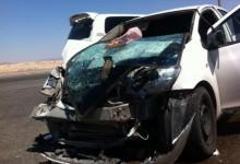 """""""صورة"""" ممرضة سعودية تسعف مصابين بحادث مروري في القريات حتى وصول """"الهلال الأحمر"""""""