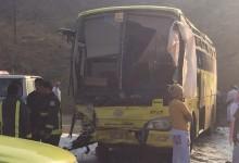 """""""بالصور"""" وفاة طالبة وإصابة 26 أخريات في حادث اصطدام """"باص مدرسي"""" بمنطقة الباحة"""
