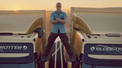 """""""بالفيديو"""" فان دام يستعرض قوته بحركات فائقة الجرأة فوق شاحنات """"فولفو"""""""