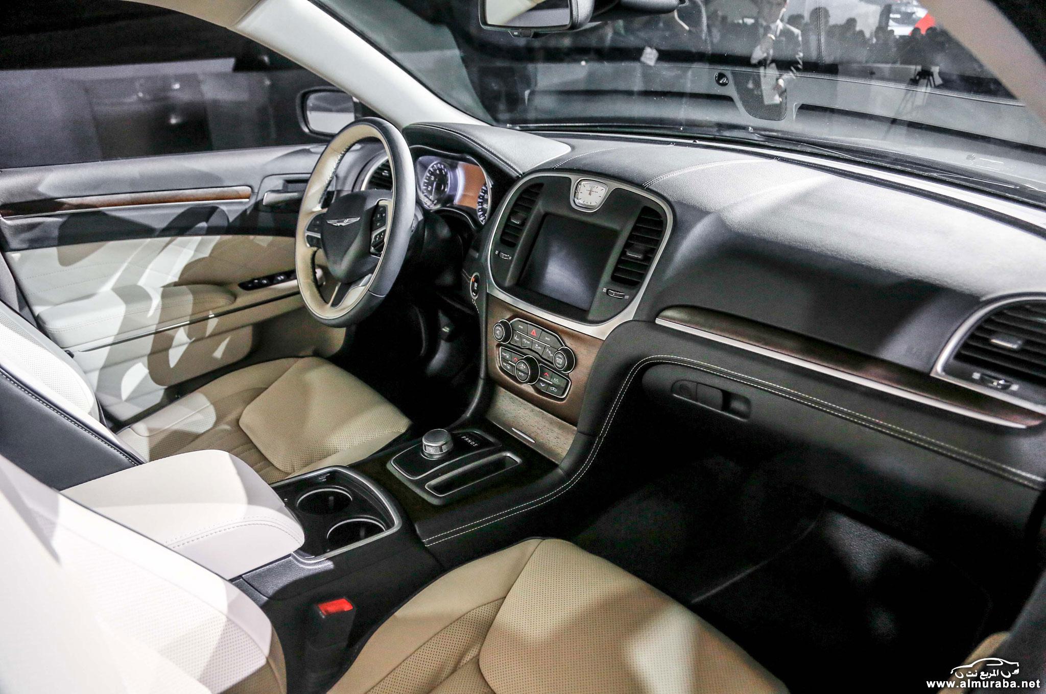 2015-chrysler-300-interior-2