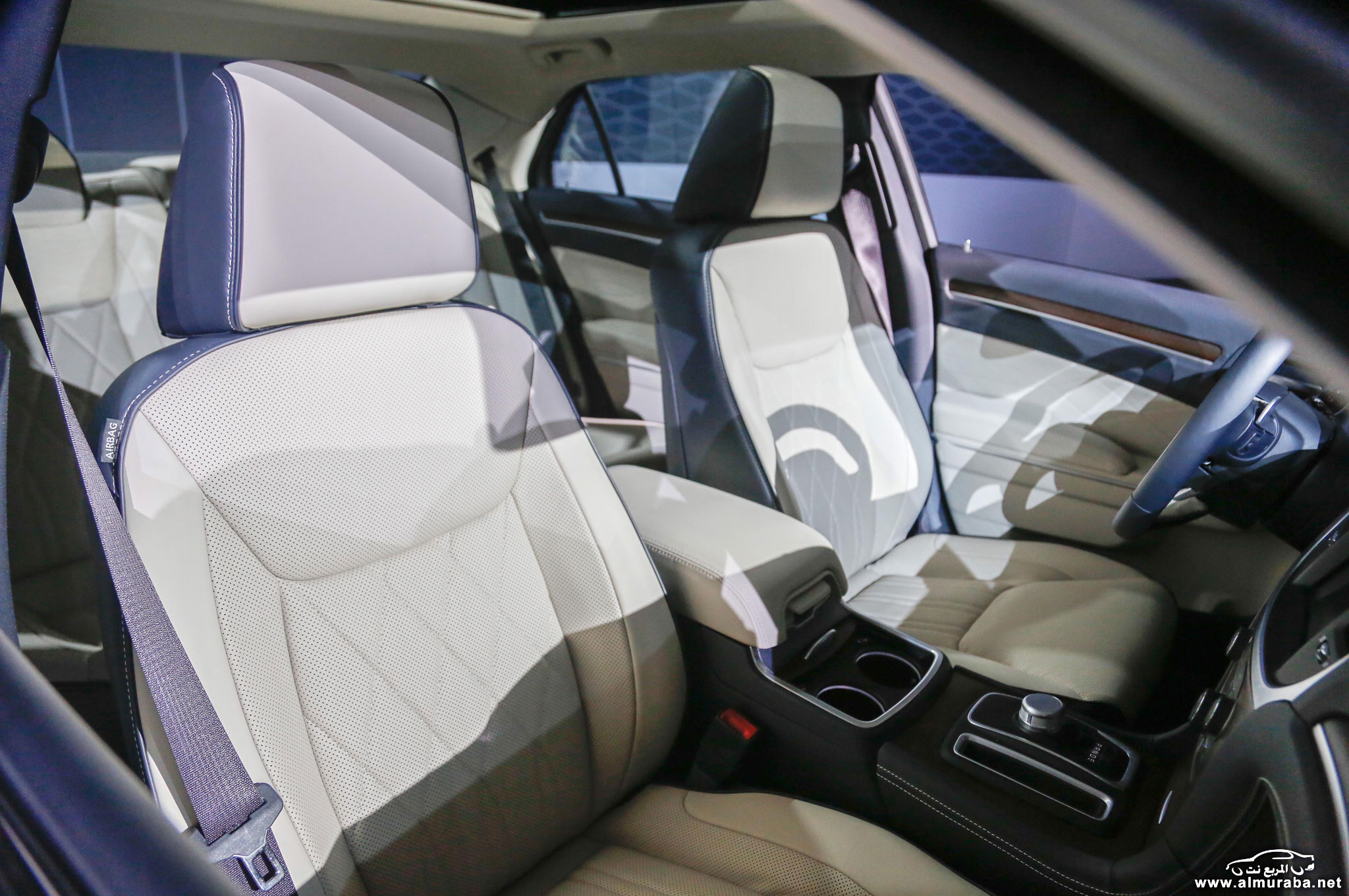 2015-chrysler-300-interior-seats