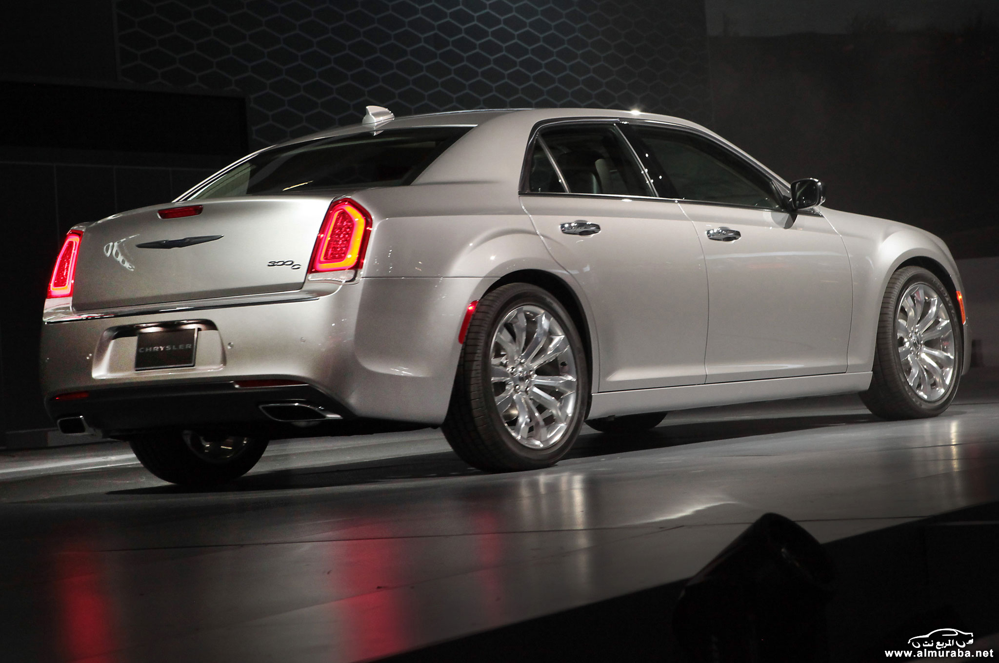 2015-chrysler-300-on-stage-rear-side-view
