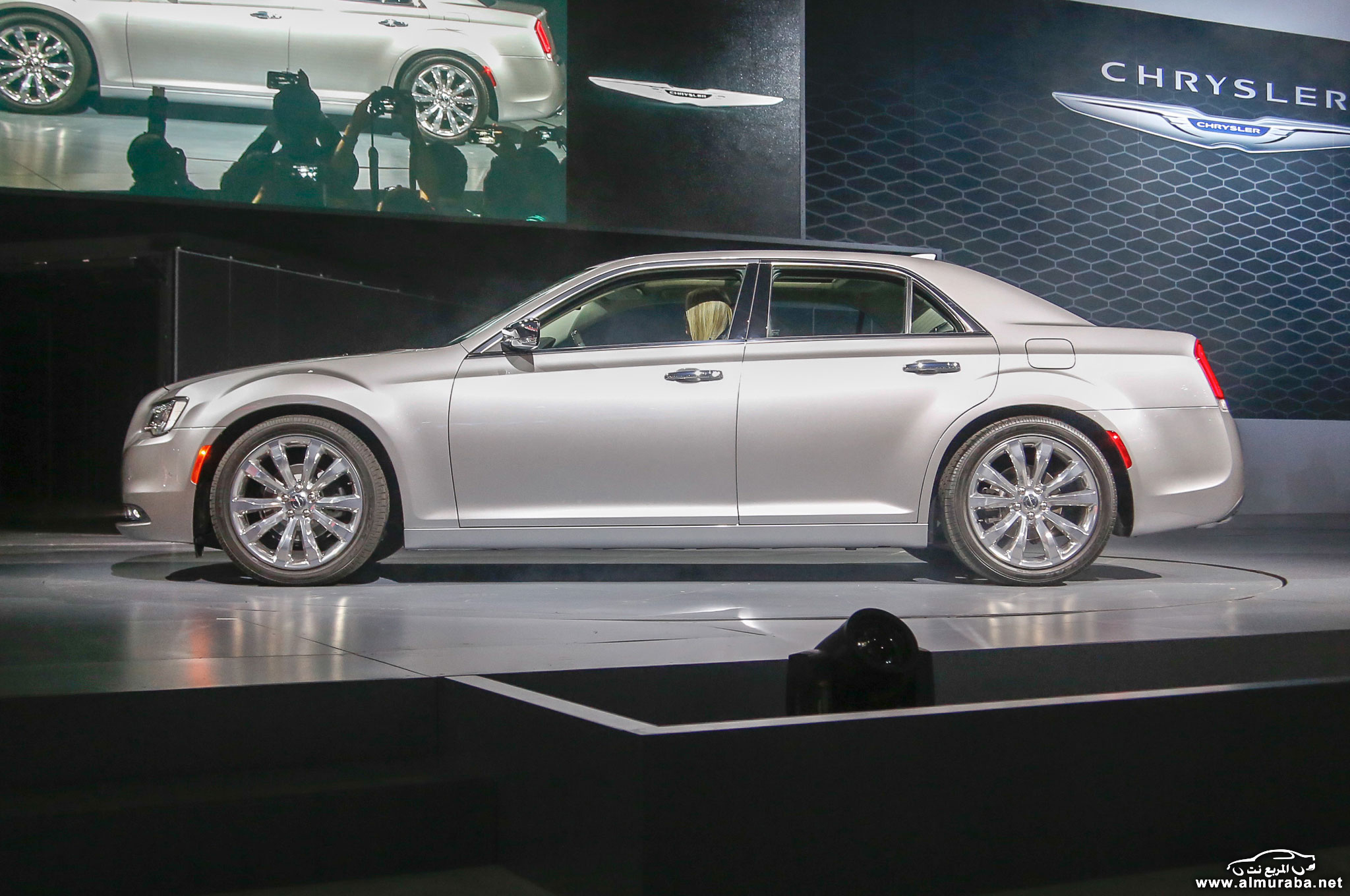 2015-chrysler-300-side-view-on-stage
