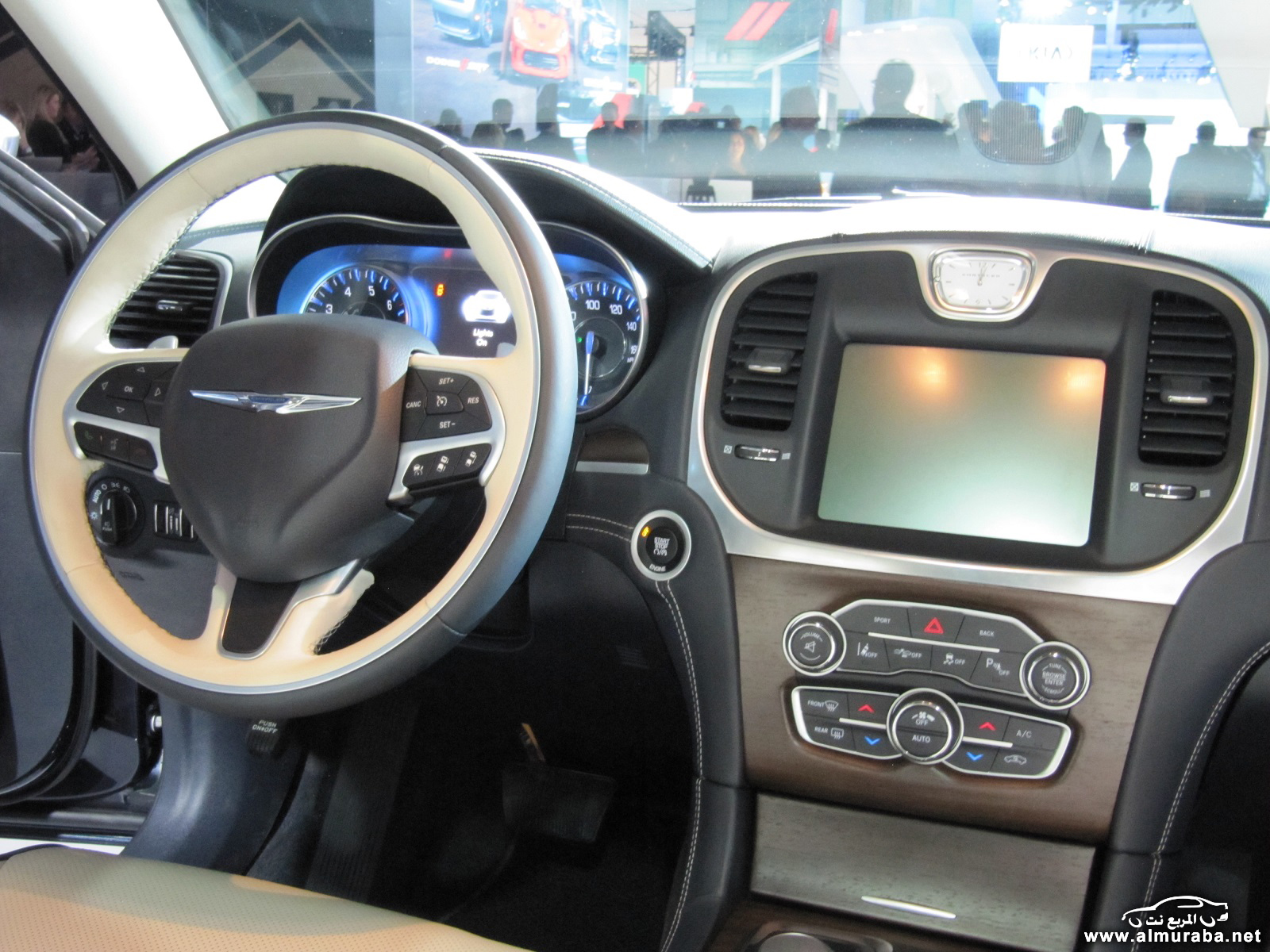 2015-chrysler-300-unveiled-at-2014-los-angeles-auto-show_100490804_h
