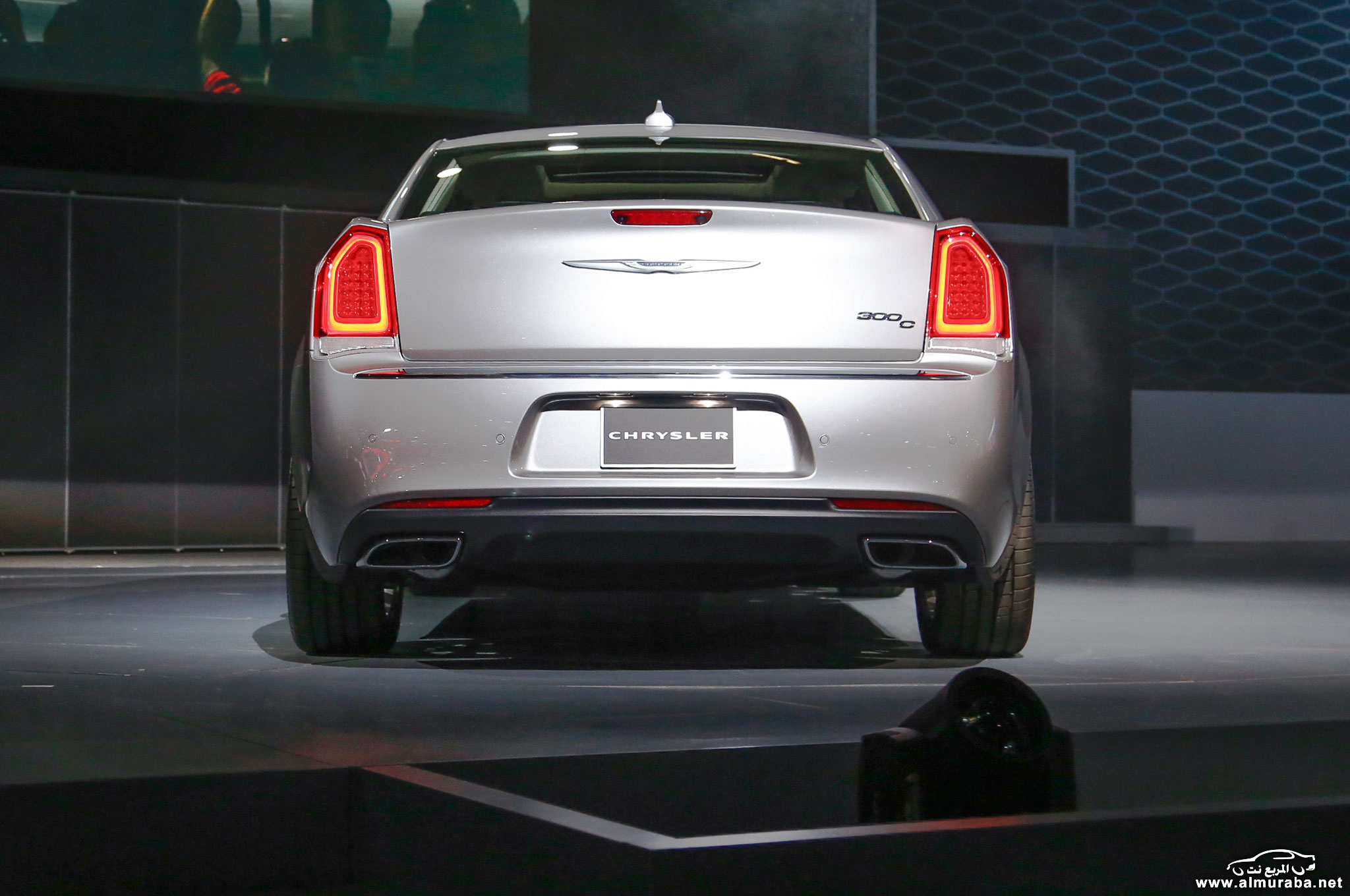 2015-chrysler-300c-rear-view