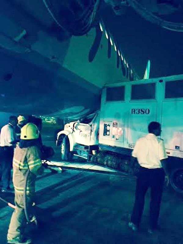 """""""بالصور"""" حادث ارضي لإحدى طائرات طيران ناس بمطار الملك خالد في الرياض   المربع نت"""