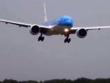 """""""فيديو"""" شاهد لحظة هبوط مرعب لطائرة ركاب في مدينة امستردام بسبب الرياح"""