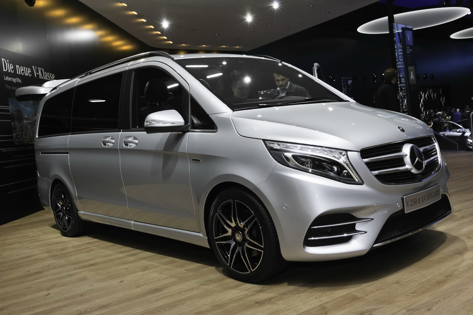 2016 amg mercedes benz v class. Black Bedroom Furniture Sets. Home Design Ideas