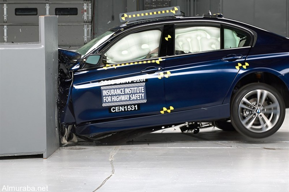 2016-BMW-3-Series-IIHS-small-overlap-front-test-side-1000x664