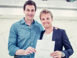 f1-rosberg-signs-new-contract-merc-3