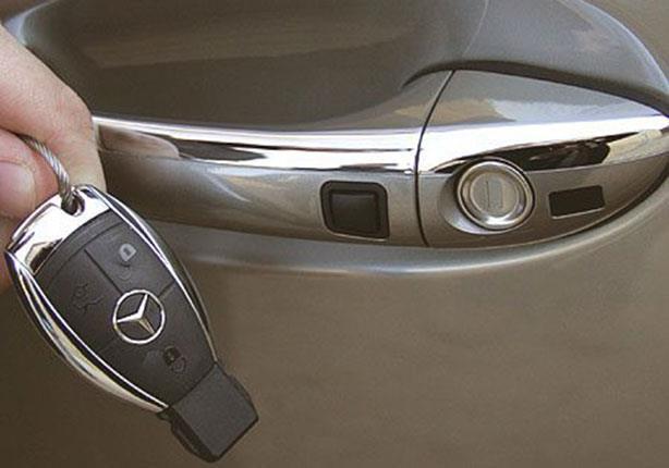 لا تستعمل مفتاح التحكم عن بعد في فتح السيارة بهذه الطريقة! | المربع نت