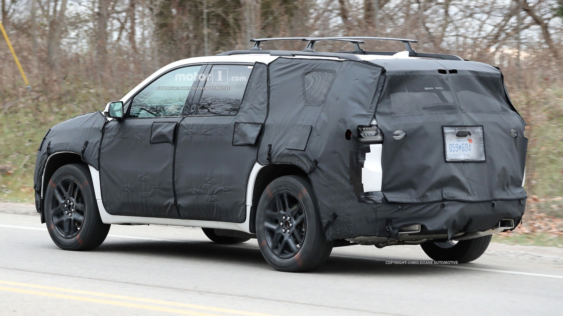 2018-chevy-cuv-spy-photos-10