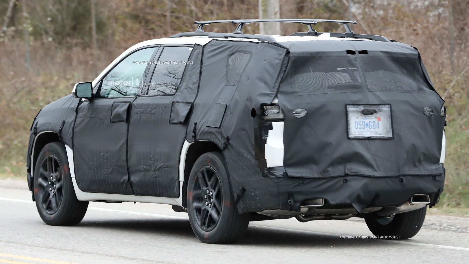 2018-chevy-cuv-spy-photos-11