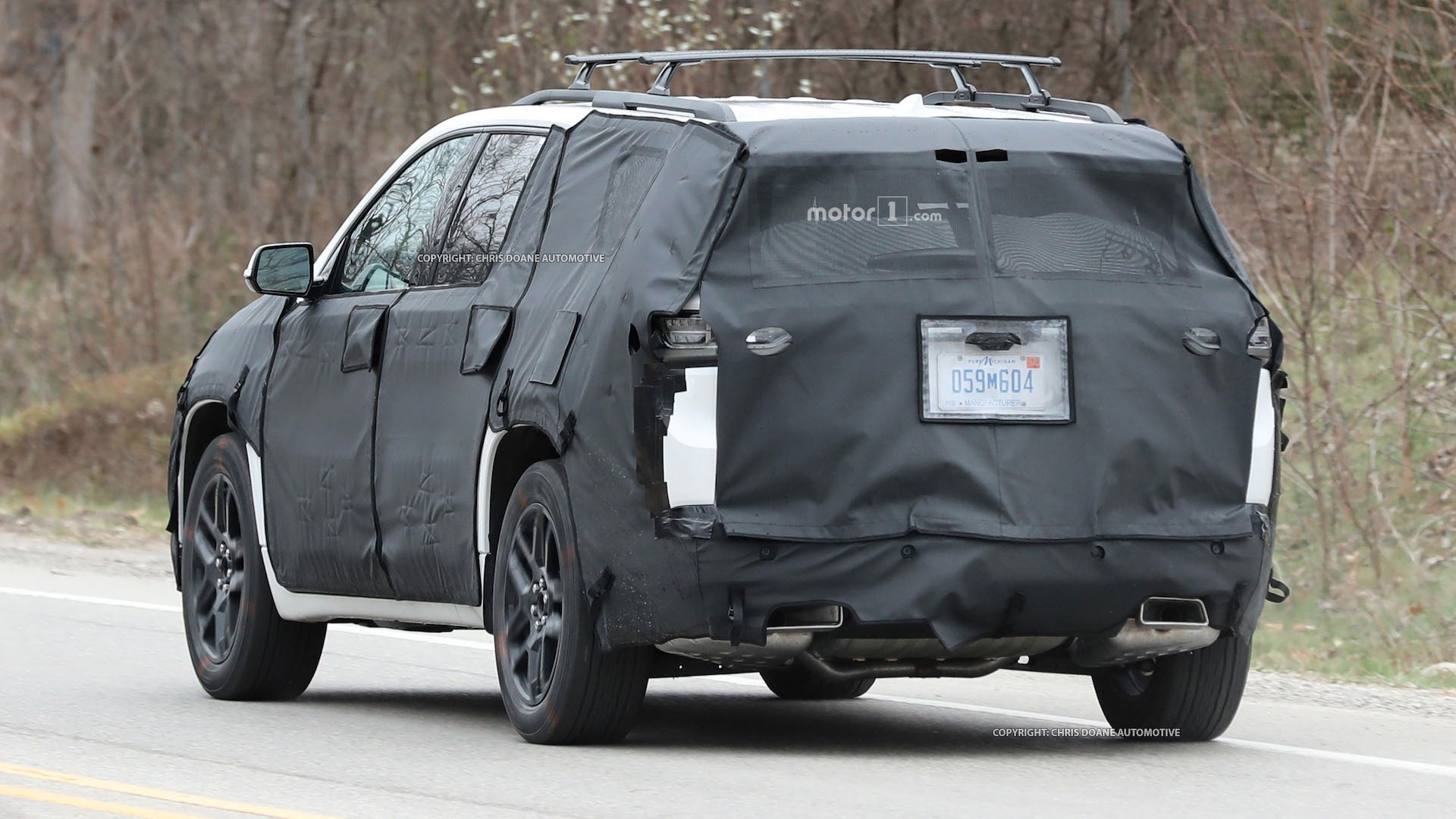 2018-chevy-cuv-spy-photos-14