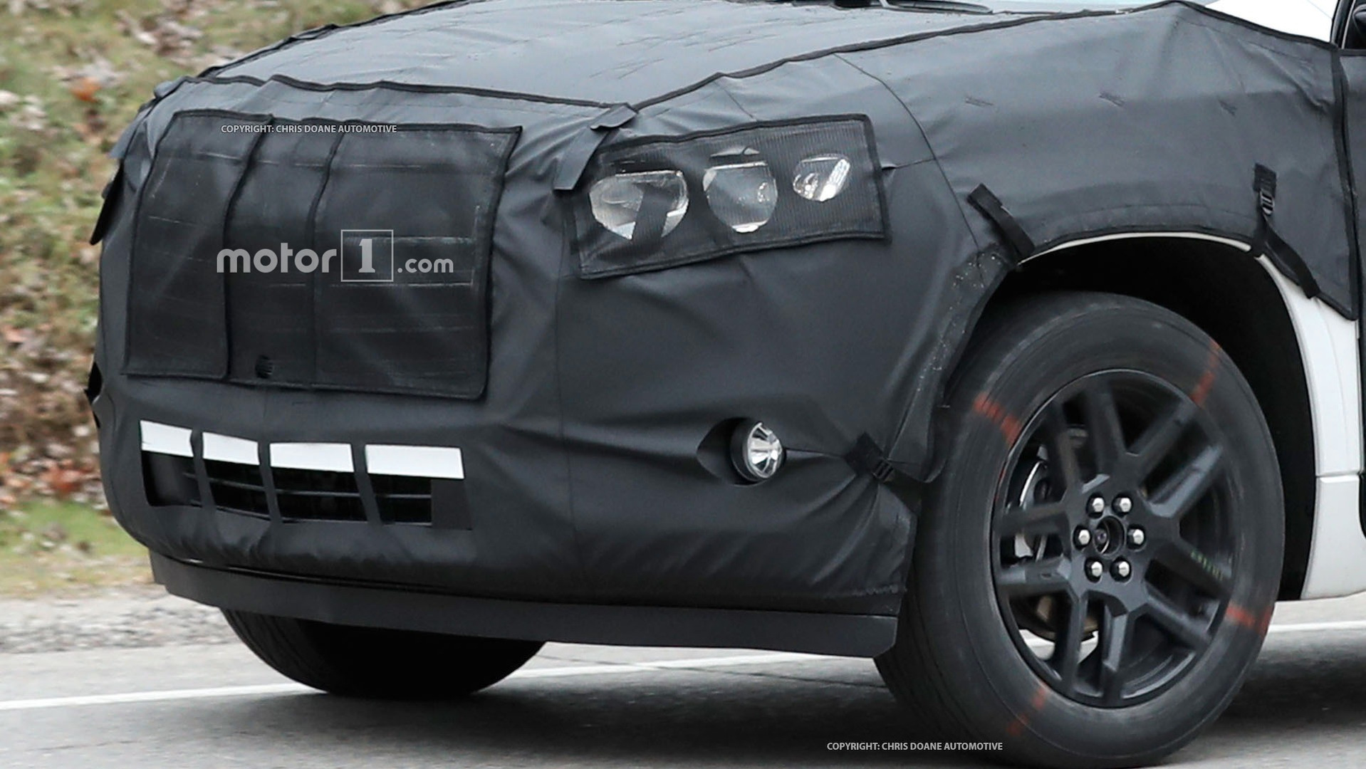 2018-chevy-cuv-spy-photos-15