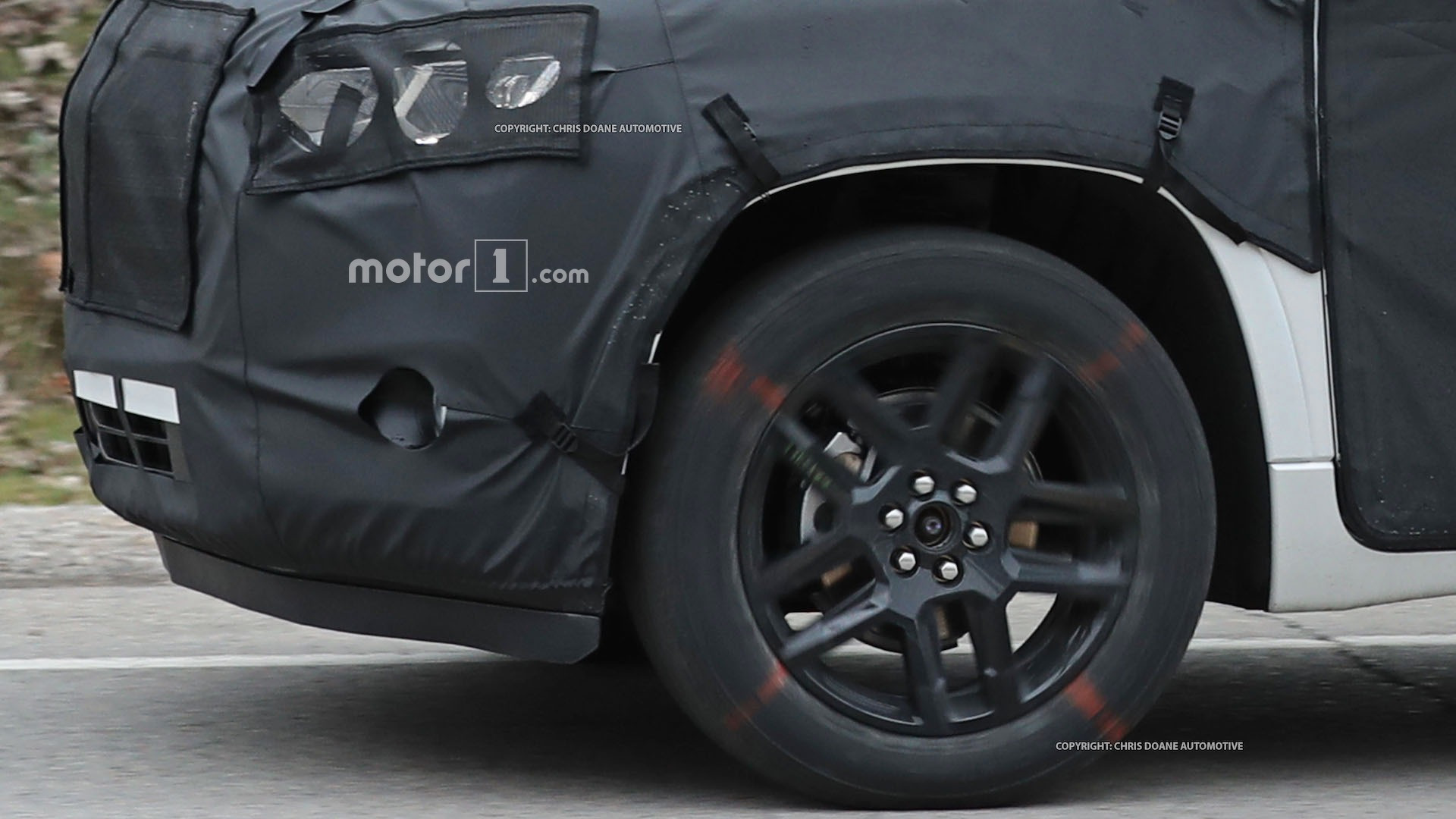 2018-chevy-cuv-spy-photos-17