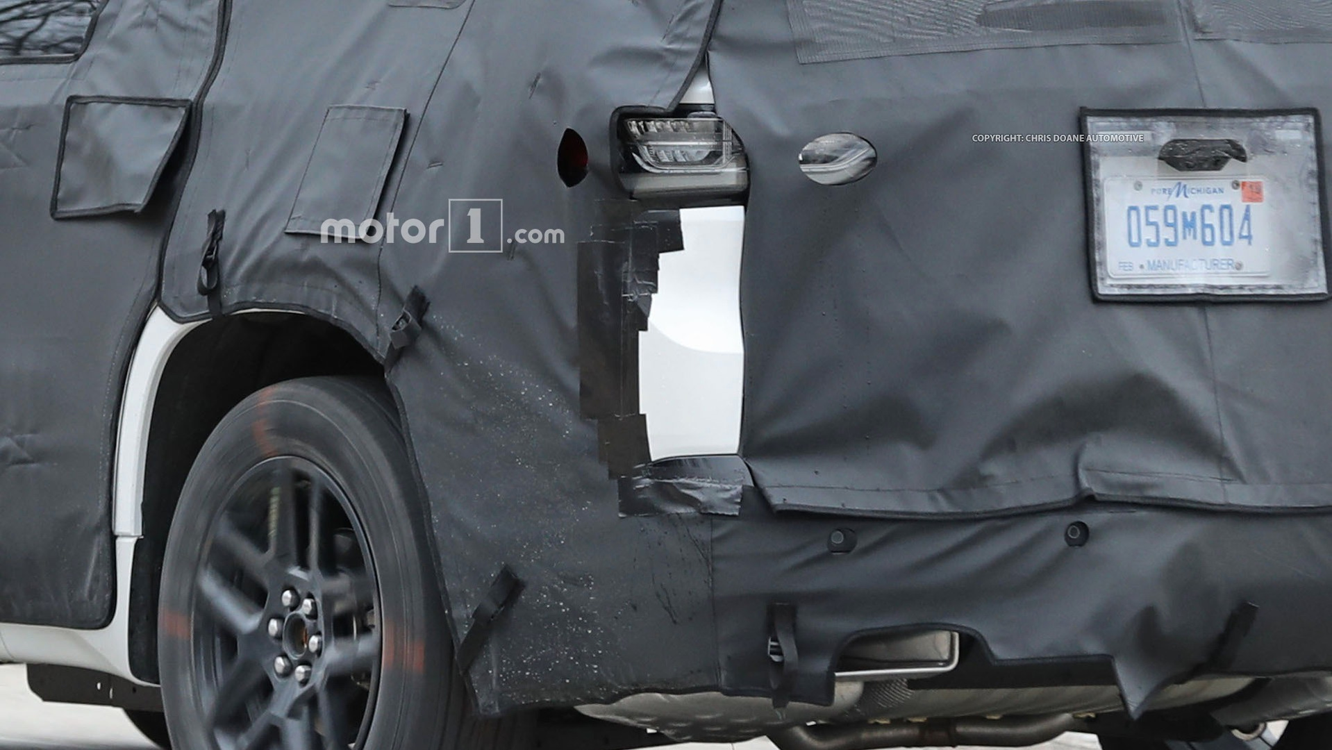 2018-chevy-cuv-spy-photos-18