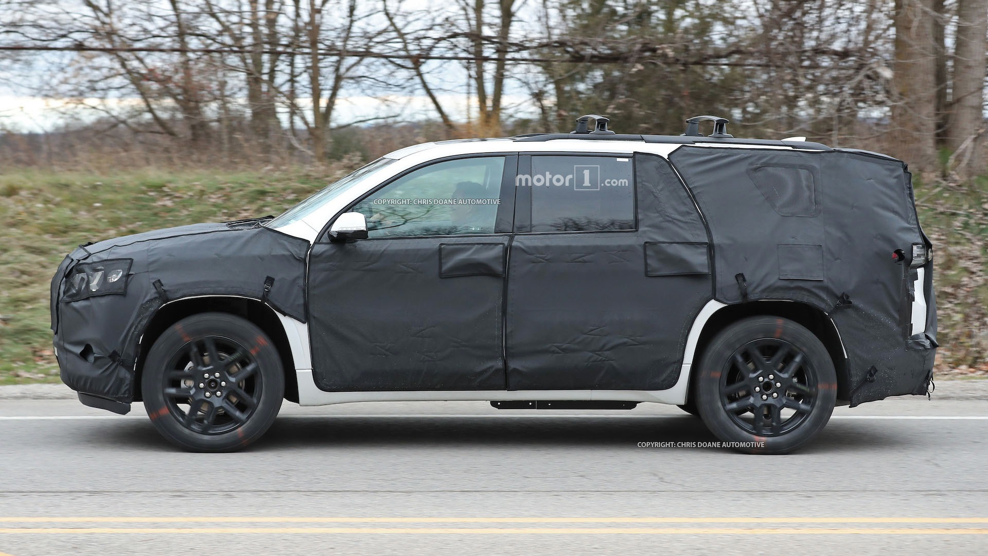 2018-chevy-cuv-spy-photos-6